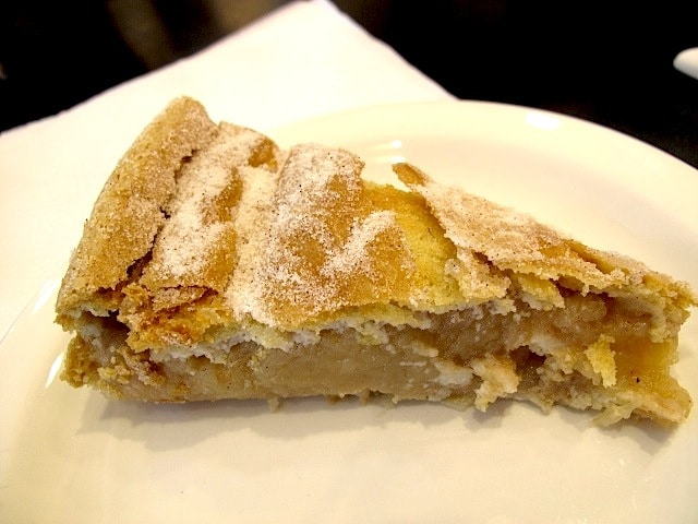 Melt-in-your-mouth apple pie in Biscuit Ceramic Café
